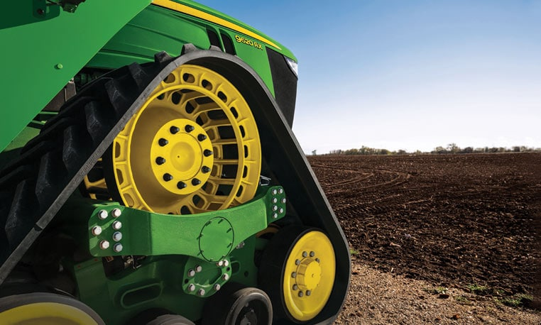 9620RX Tractor close-up image in field