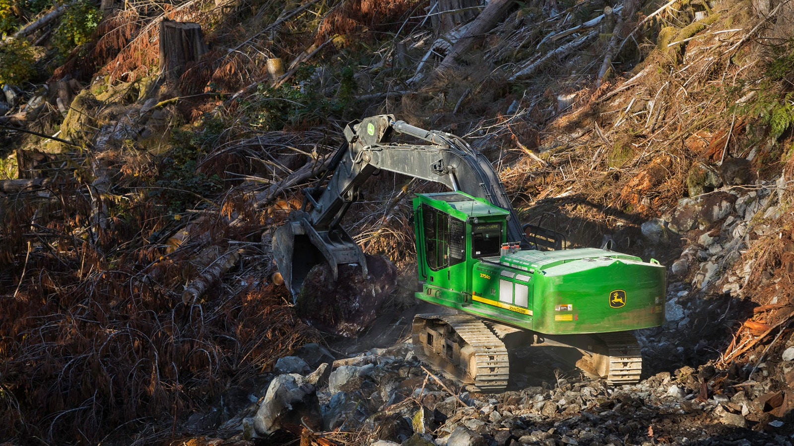 A 3754D Swing Machine works on a steep slope.