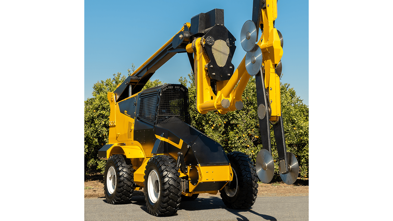 Tol-Manufactured Dual-Boom Hedger with John Deere Final Tier 4 Engine