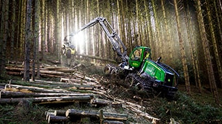 John Deere Introduces Popular Intelligent Boom Control to Harvesters