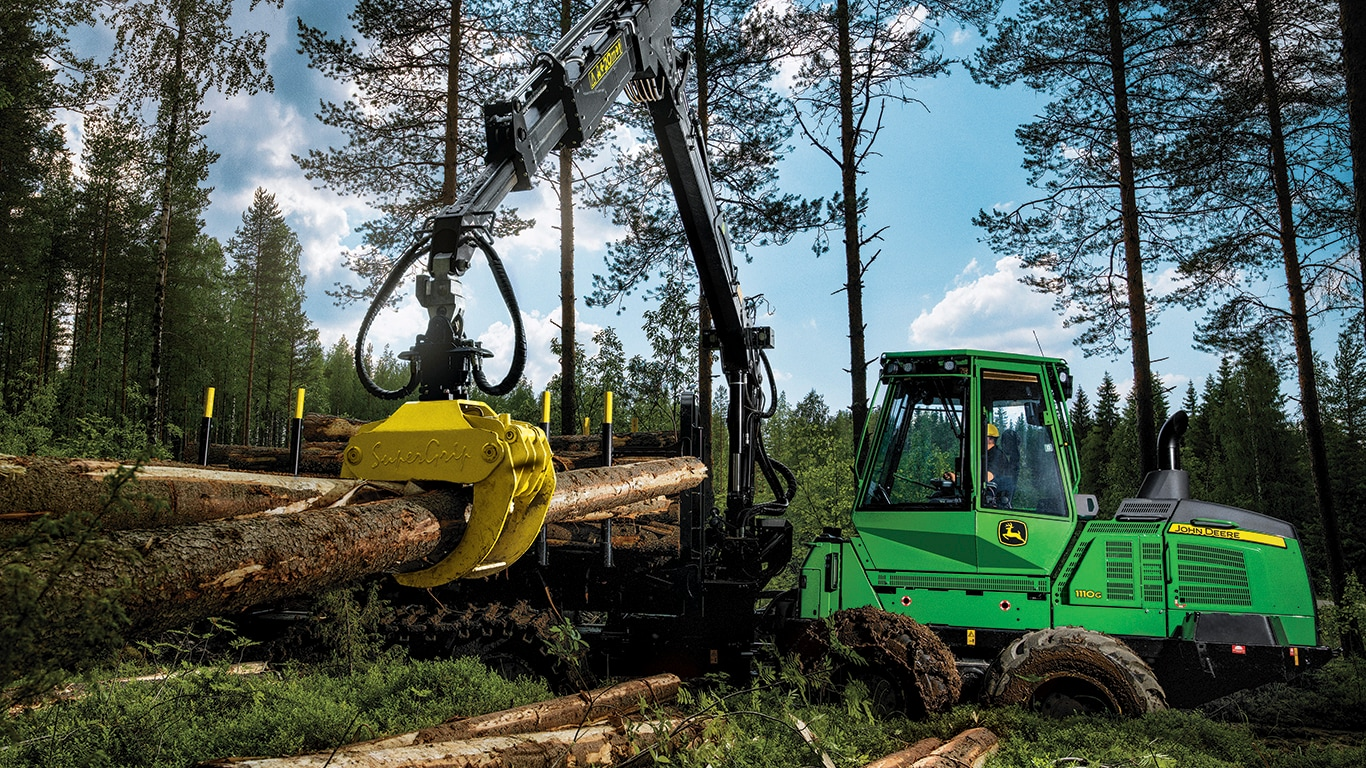 1110G Forwarder working in the forest
