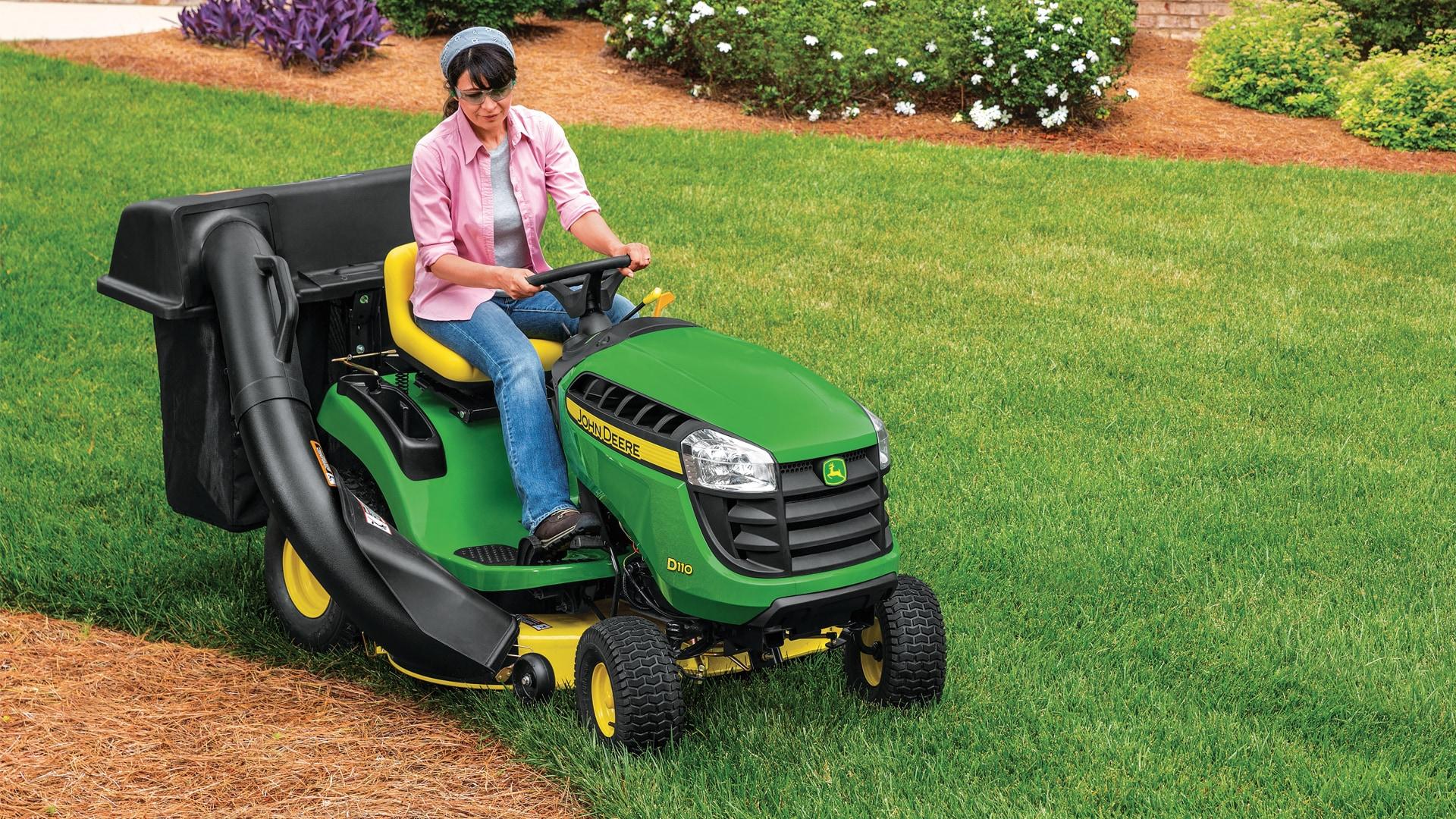 John Deere 100 Garden Tractor Attachments : Lawn tractors d series john deere ca