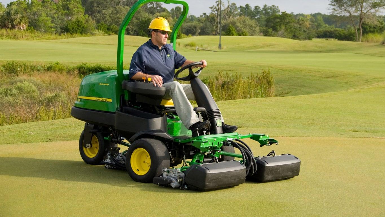 2500b precisioncut™gas greens mower