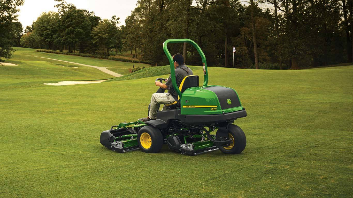 Field image of 2550 Precision Cut Riding Greens Mower