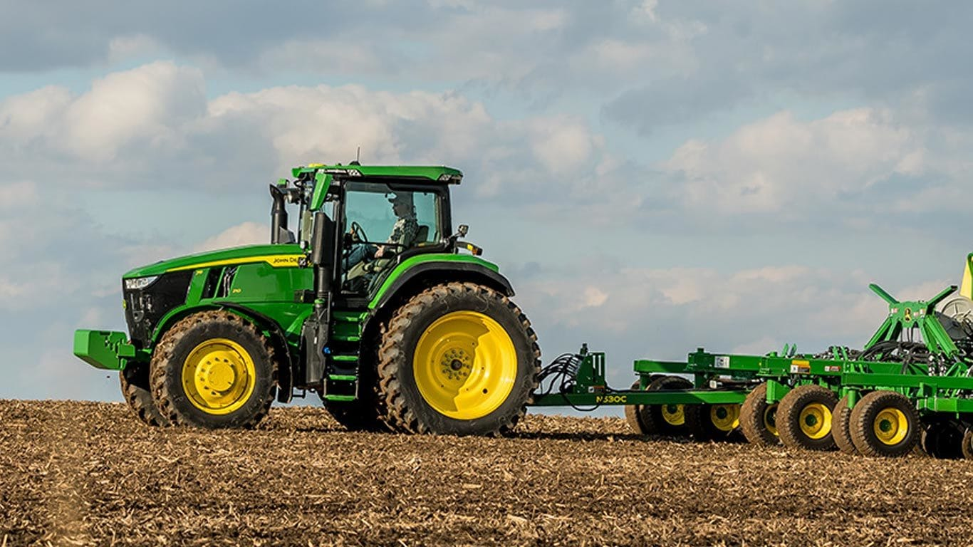 Field image of 7R 230 Row Crop Tractor
