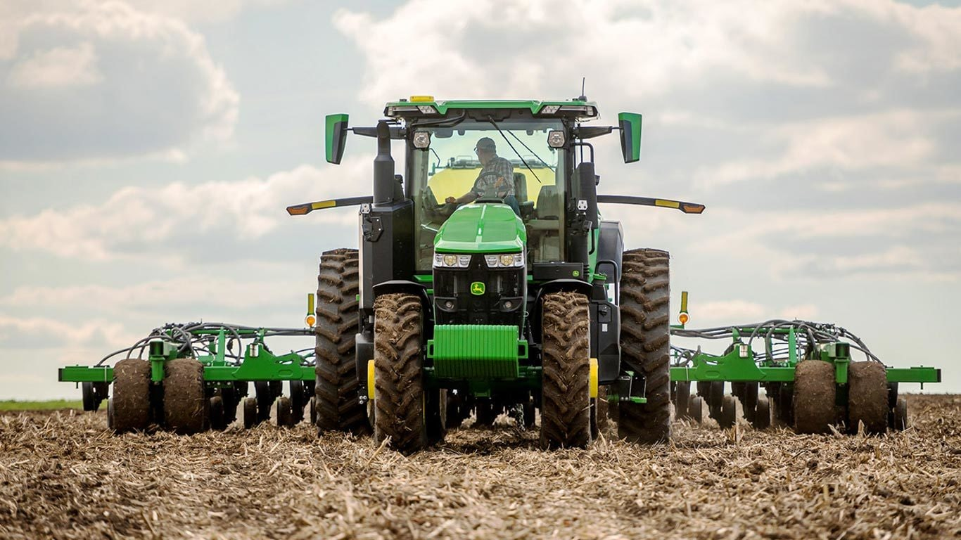 Field image of 7r 250 Row Crop Tractor