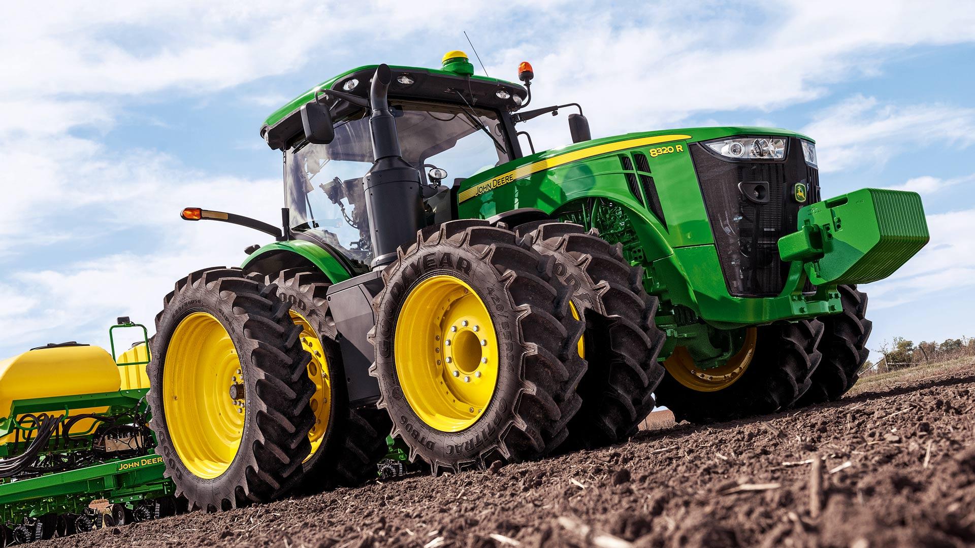 John Deere Side By Side >> John Deere Tractors | Row Crop Tractors | John Deere CA