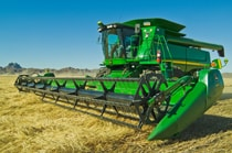 635 Flex Cutting Platform on a combine harvesting a field