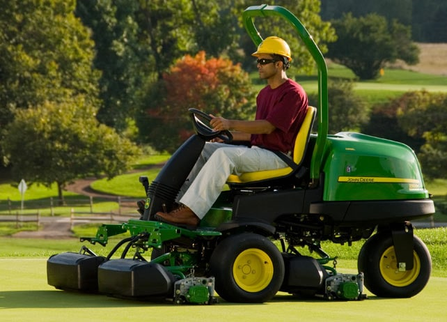 Worker using a 2500E Diesel mower on a golf green